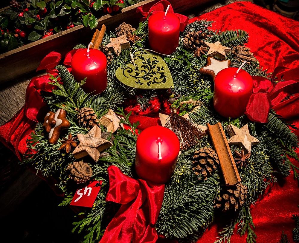 Adventskranz heuer - die große Julkerze fehlt noch. Foto: Claude Truong-Ngoc (CC)