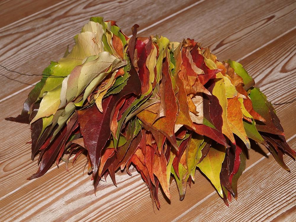 viele bunte Blätter lassen sich auffädeln