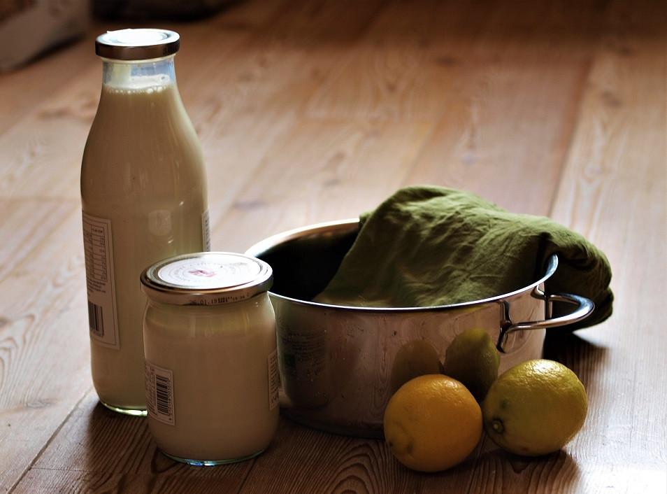 Zutaten: Milch, Joghurt und Zitrone