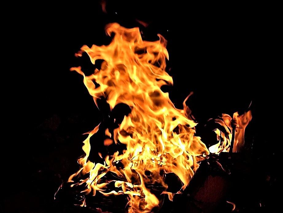 Rituelles Feuer zu Litha
