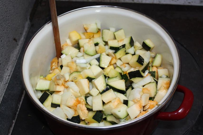 Bunte Zucchini Vielfalt geschnipselt