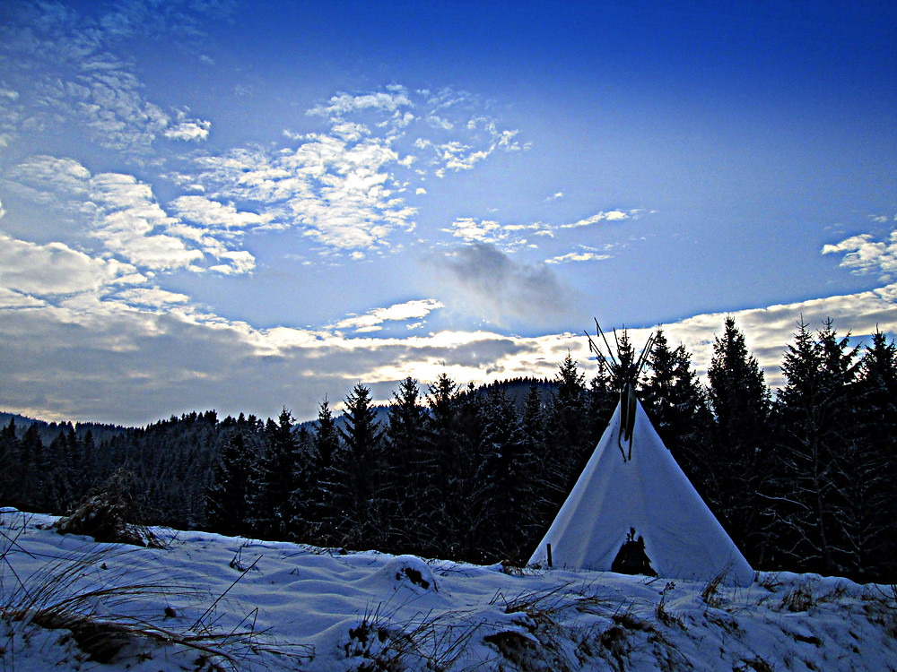Tipi in Winterlandschaft