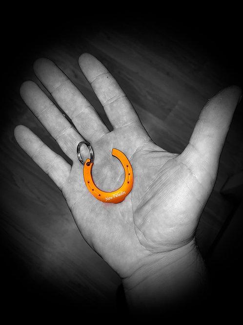 Fer porte-clés orange avec inscription à choix