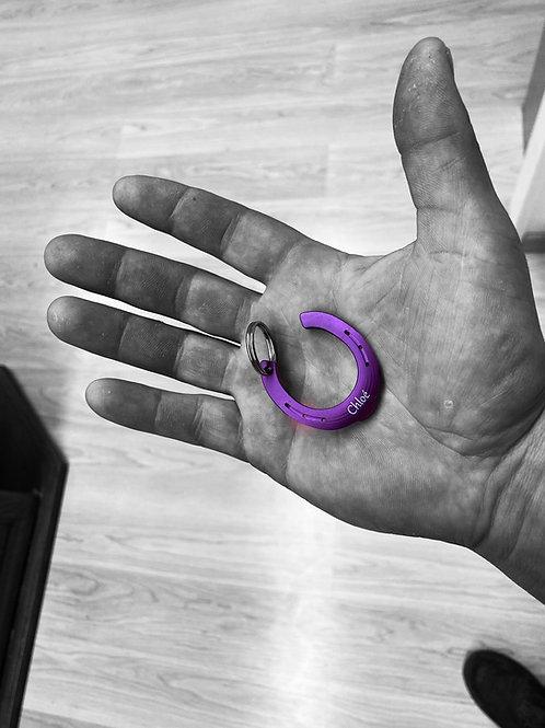 Fer porte clé violet avec inscription à choix
