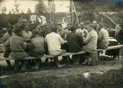 Коммуна за общим столом