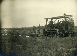 На отремонтированном тракторе