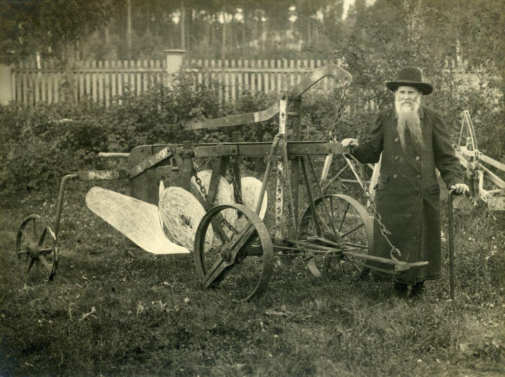 Братец Иоанн рядом с канавником