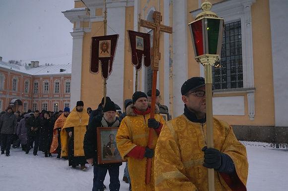 1 января — крестный ход трезвенников в Александро-Невской лавре