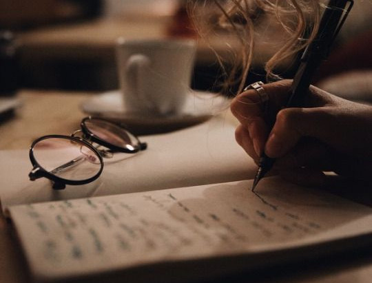 Mulheres escritoras, escribas, escrevinhadoras, escavadoras de palavras...