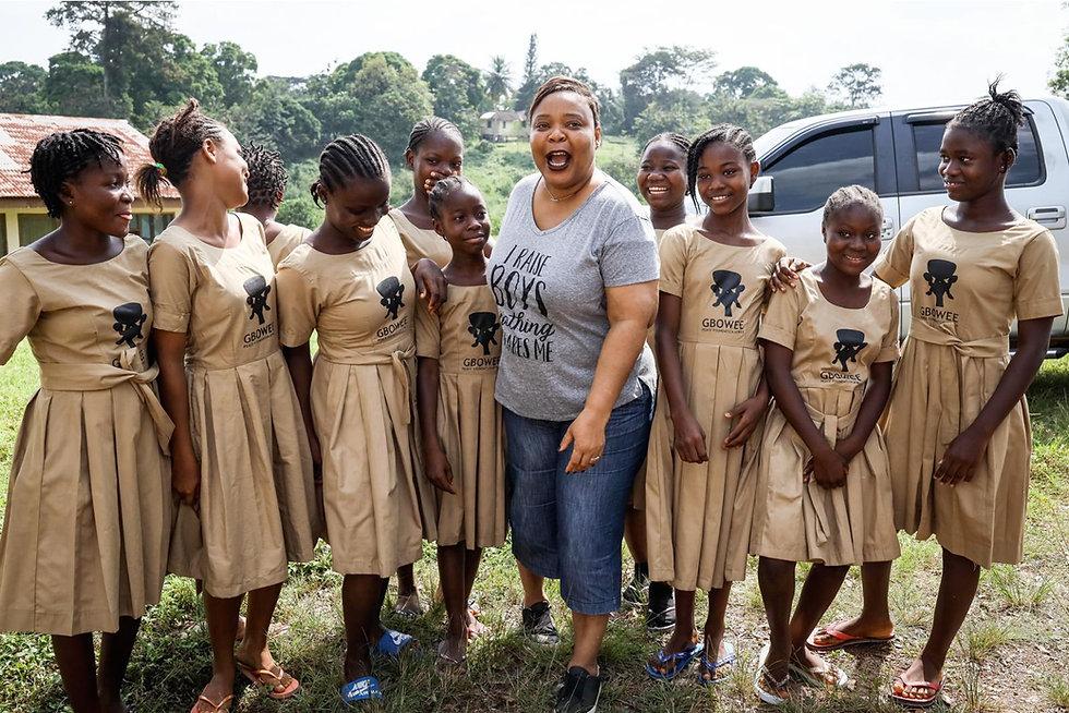 Leymah with GPFA scholars_credit Gbowee