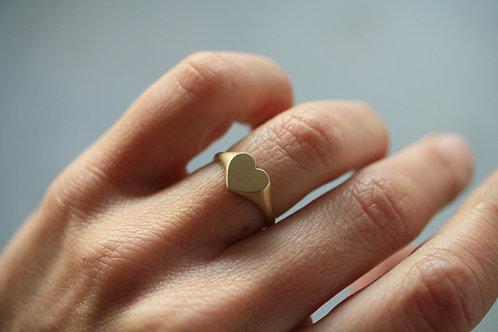 Little heart signet ring