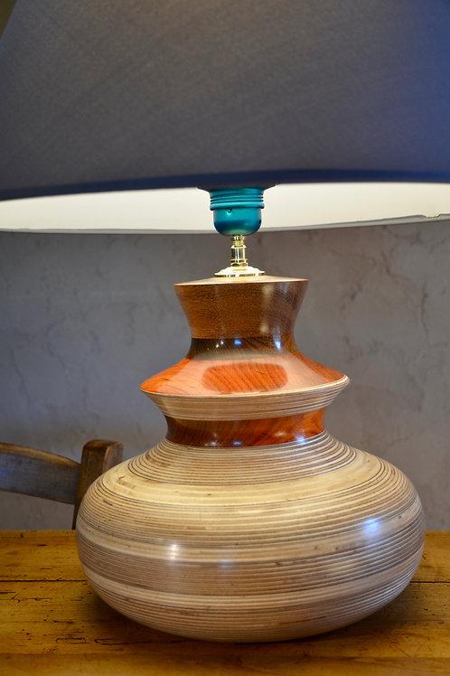 Pied de lampe en contreplaqué et valchromat. 347