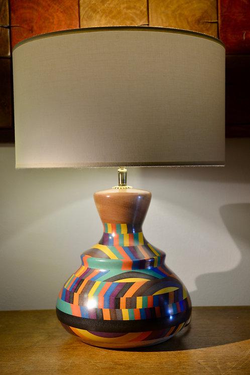 Pied de lampe en sapelli et valchromat. N° 393