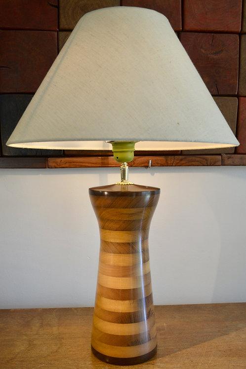 Pied de lampe en bois d'itauba. 423