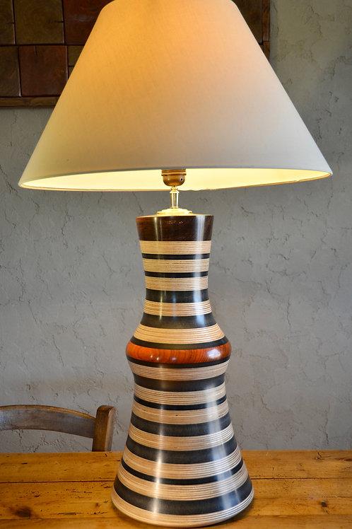 Pied de lampe en contreplaqué et valchromat. 346.