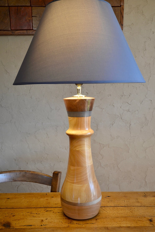 Pied de lampe en cerisier. N°331