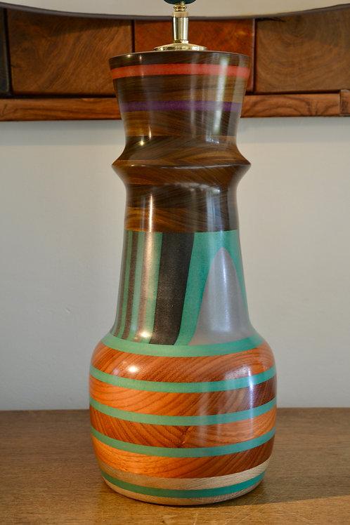 Pied de lampe en padouk et ipé. 415