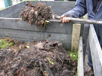Komposta pārkraušana