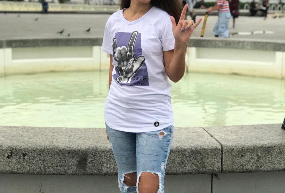 Camiseta Baby-long Love is Universal