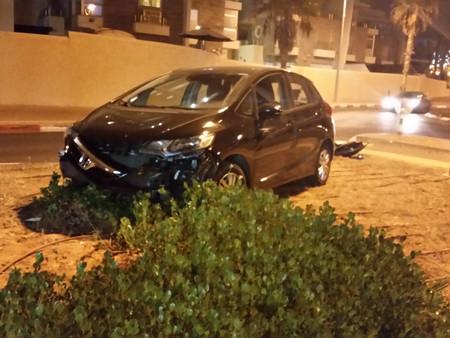 Хорошо, что в момент аварии никого не было на тротуаре и пешеходном переходе.