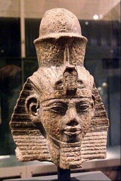 Egypte_Pharaon beau avec son nez