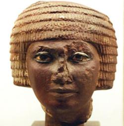 Egypte_tête_avec_coiffure_type