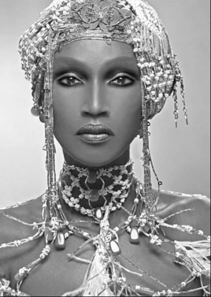 Fem_Katoucha Niane en reine