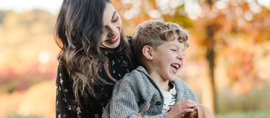 Outdoor Fall Family Photos at Riverfront Park | Pittsburgh, Pa
