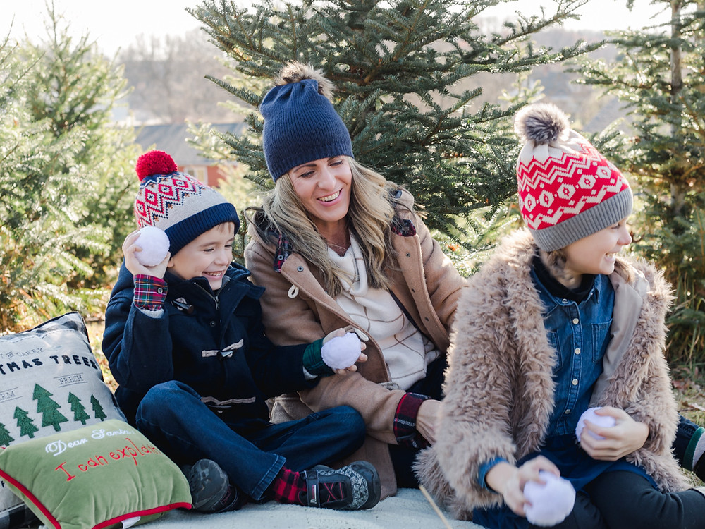 Holiday family photo of three, Christmas mini-sessions in Pittsburgh, pa
