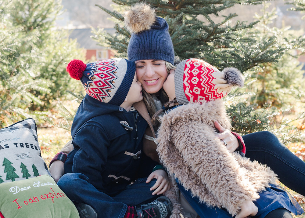 Christmas family photo at Nutbrown's tree farm by LeeAnn K Photography