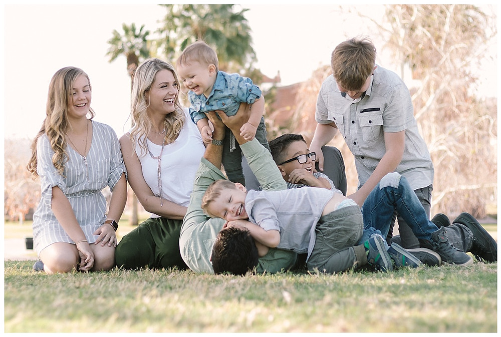 Natural light Outdoor lifestyle family portrait of a big family by LeeAnn K Photography , Phoenix Az