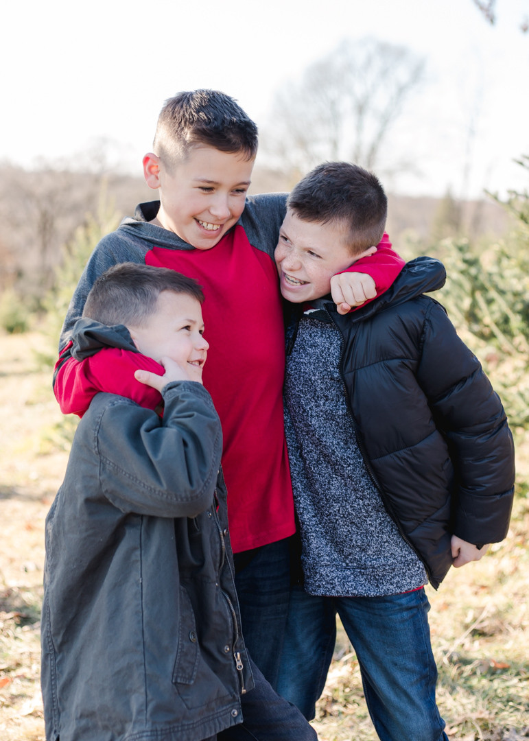 Christmas photo of kids at a tree farm in Pittsburgh, Pa by LeeAnn K Photography