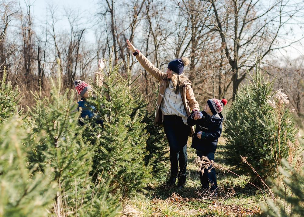 Holiday family photo at a tree farm by LeeAnn K Photography.