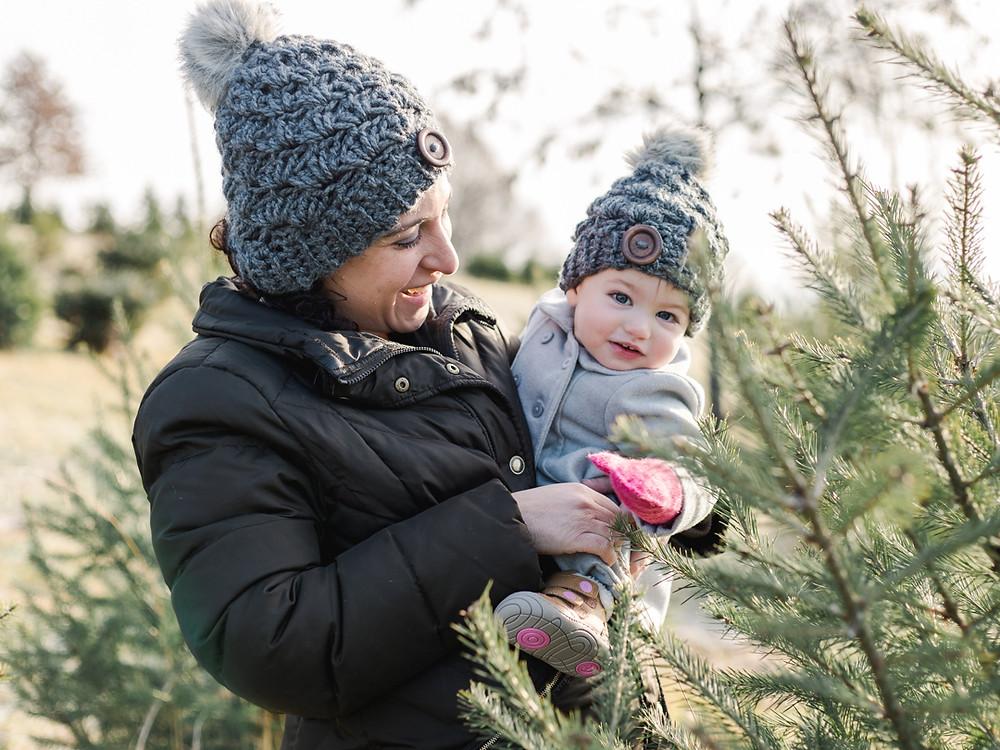 Holiday family photo at Nutbrown's Christmas Tree Farm by LeeAnn K Photography