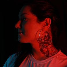 Alexandra R, artista residente de Morning Glory Tattoo & Gallery