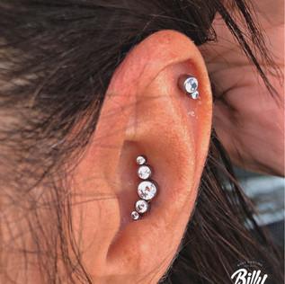 Helix y conch piercings