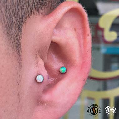 Conch y tragus piercings