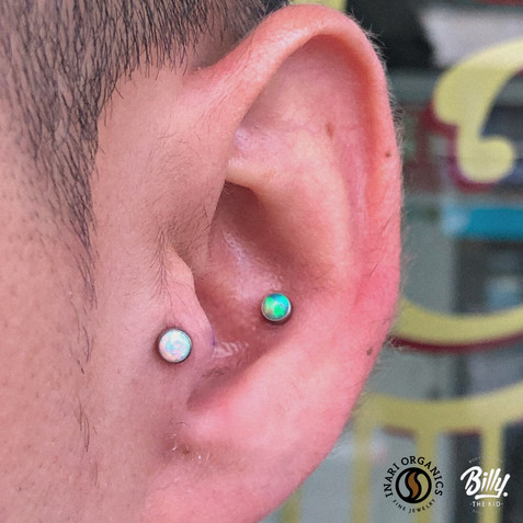 Tragus y conch piercings