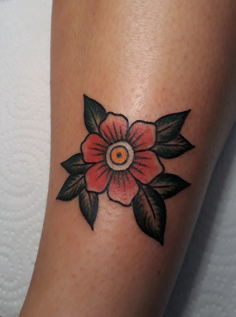 Tatuaje tradicional realizado por Mohna