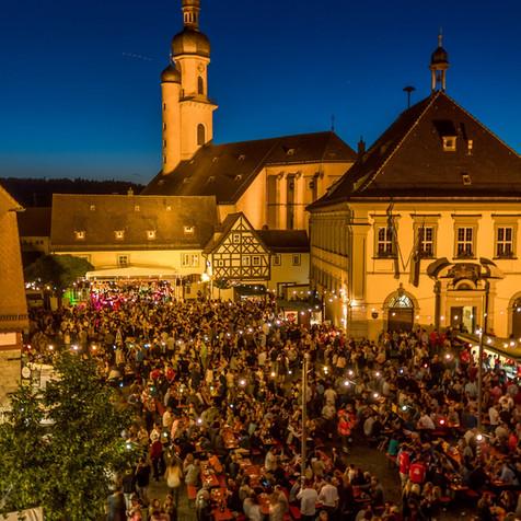 Weinfest auf dem Eibelstadter Marktplatz