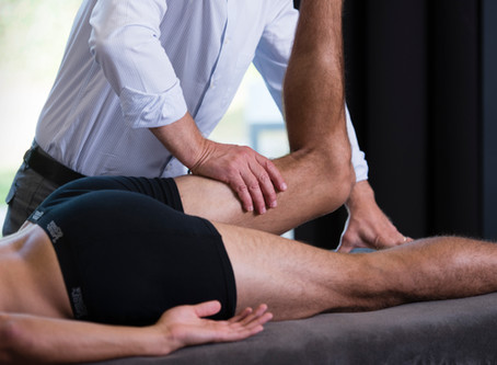 Applied kinesiology (AK) is 'toegepaste zenuwleer': met spiertests oorzaken van klachten zoeken.