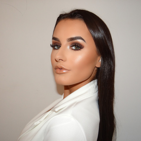Amber Davies Daily Mail Make Up By Selin
