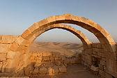 טיול בעקבות הנבטים לגן לאומי עבדת + שמורת אירוס ירוחם+ פארק לאומי אגם ירוחם +גן לאומי קבר בן גוריות ותצפית נחל צין