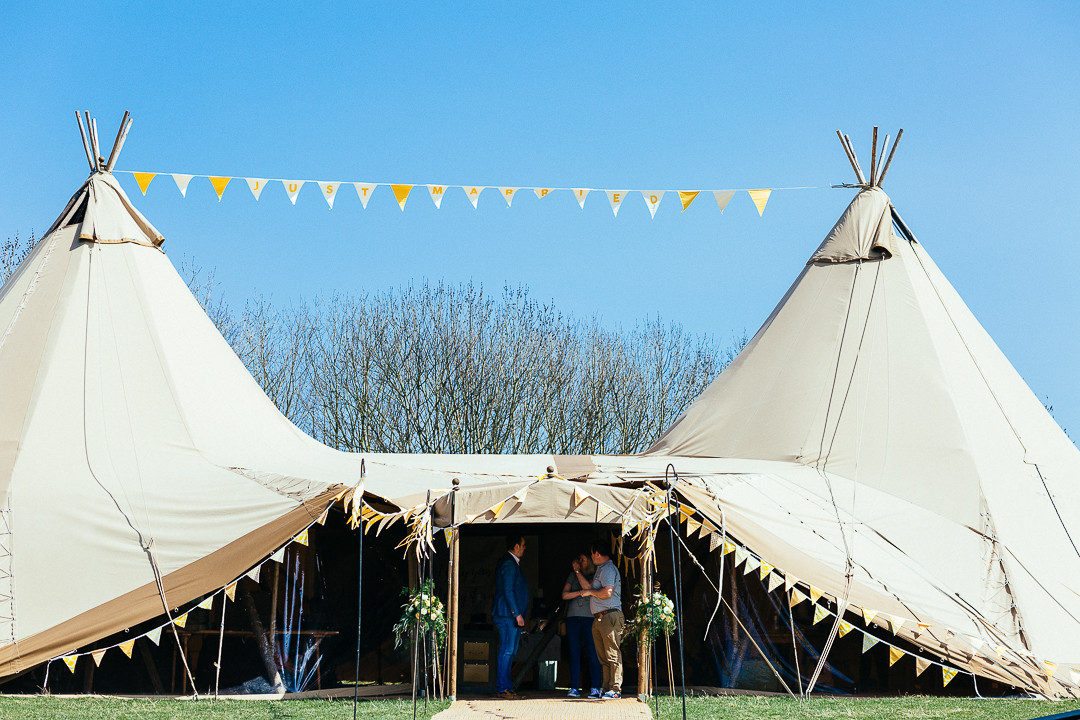 Tipi-bunting-edging