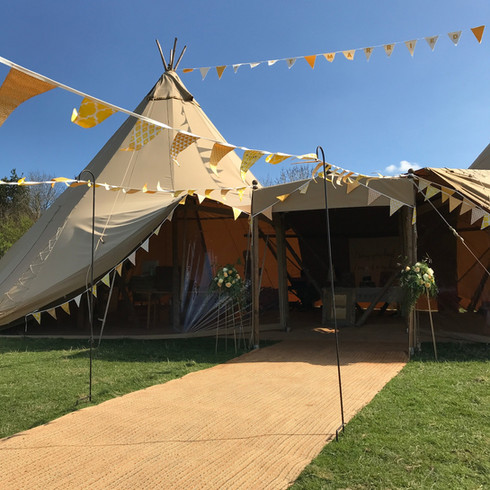 tipi-walkway-with-bunting
