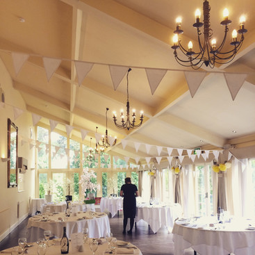 White bunting in the Restaurant