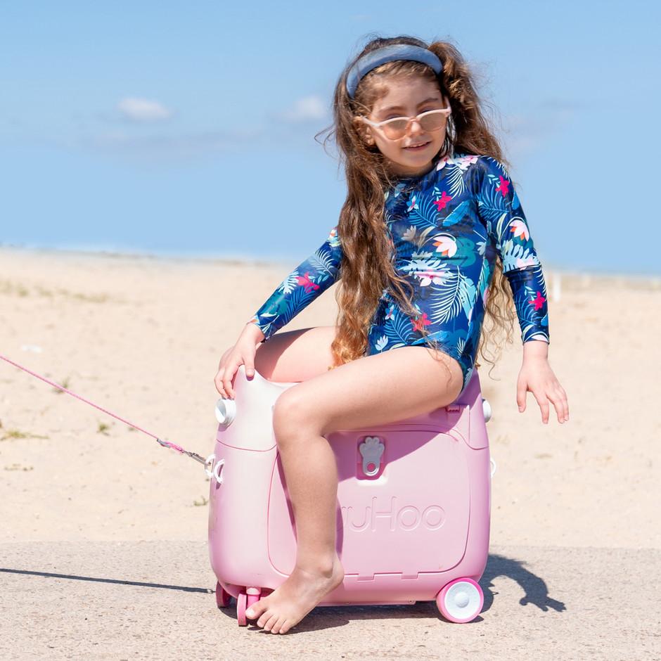 בגד ים שלם ילדה מזוודה.jpeg