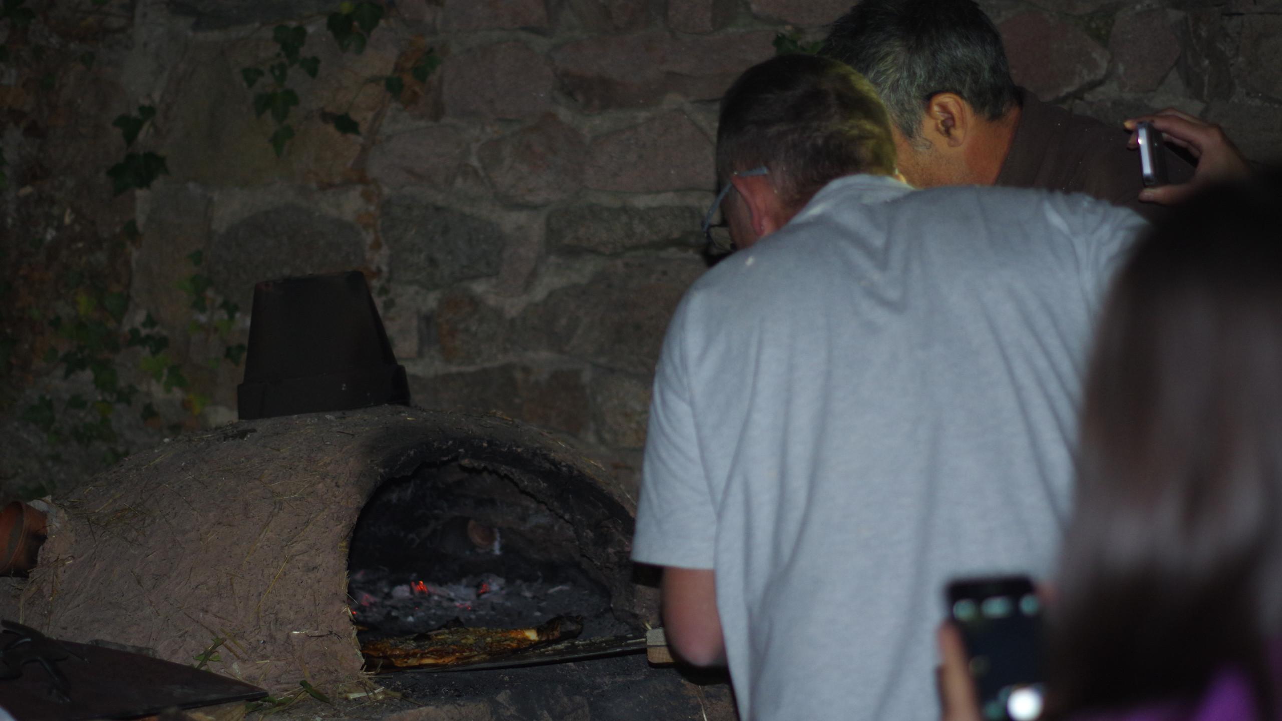 Sortie de la première pizza...