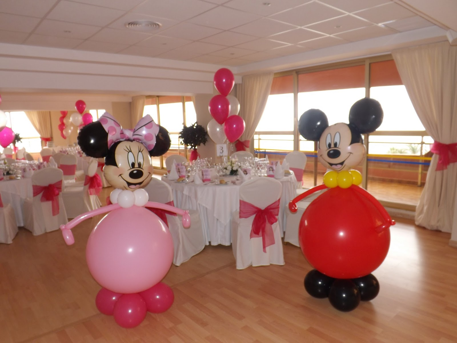 mickey con globos