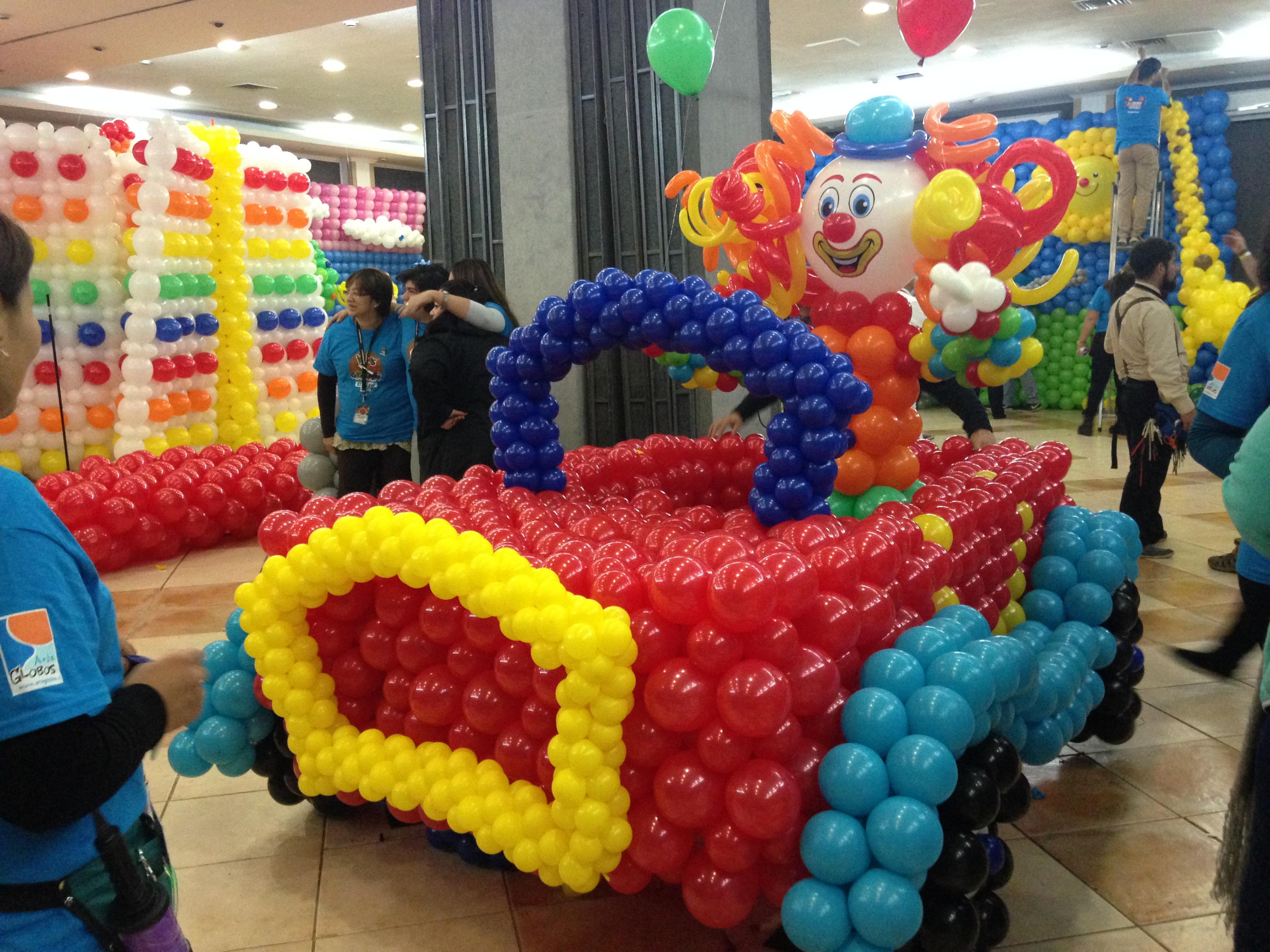 auto con globos
